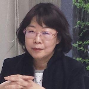 安達 瑠依子