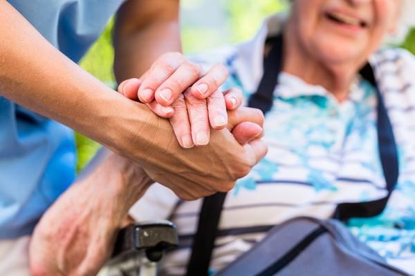 家族の介護・介護疲れ・看病で悩む原因や理由とは